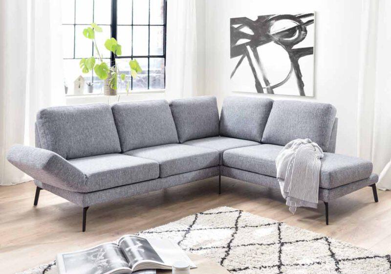 Intensiver Lesbenkuss Auf Der Couch